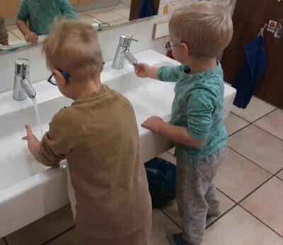 Gang- und Nebenraum, Hände waschen